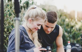 Praca za granicą dla pary – na jakie oferty można liczyć?